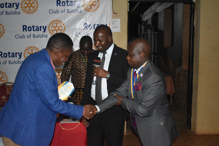 Pastor Solomon Mwesige receives Award